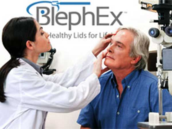 patients eye check up