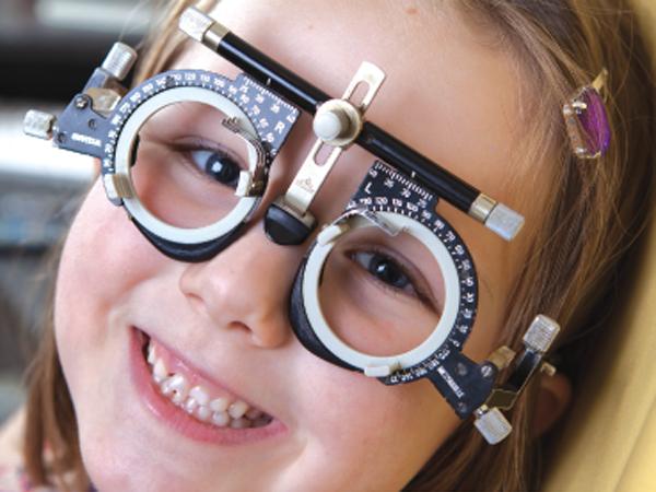 kids having eye test